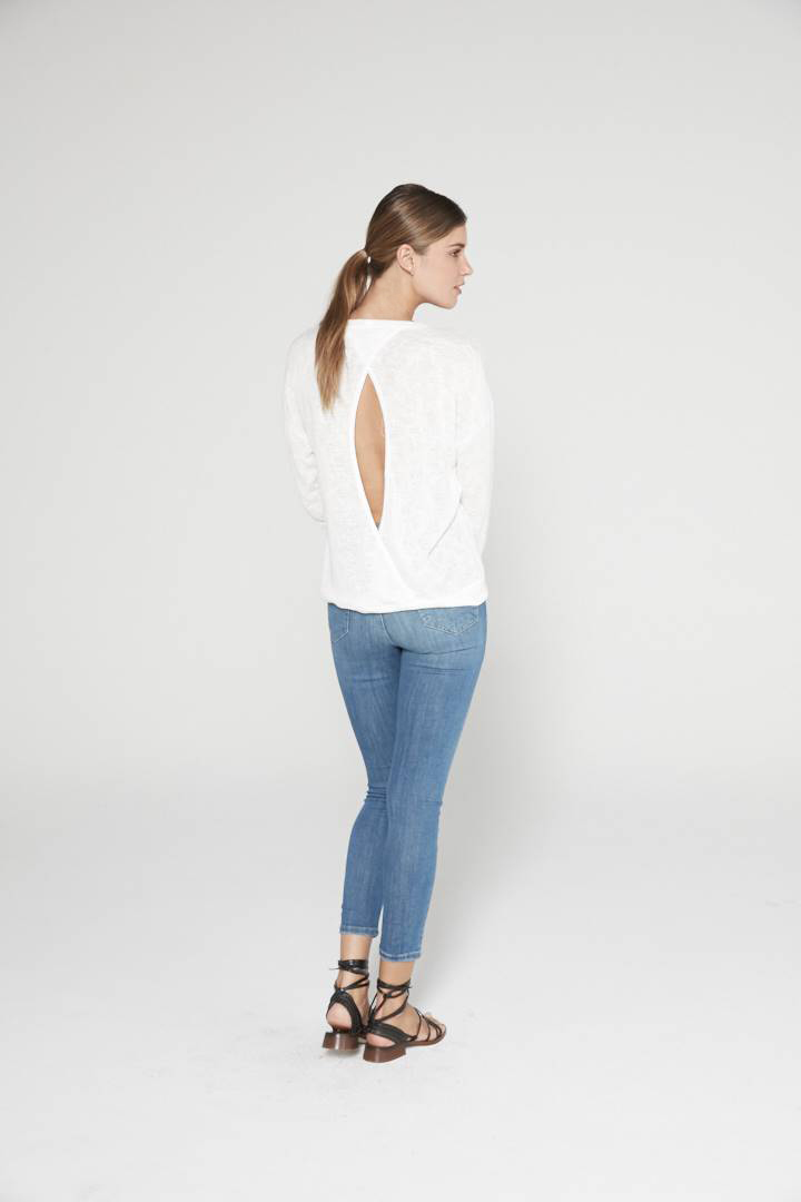 20L-A13643- CROSSED-BACK KNIT TOP BCK- WHITE